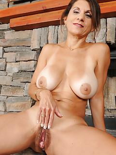 Free Big Tits Spreading Porn